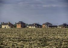 Una vista delle case di un villaggio del cottage Fotografia Stock
