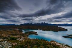Una vista delle montagne e del lago durante il tramonto nel parco nazionale di Torres del Paine Autunno nella Patagonia, Immagine Stock Libera da Diritti
