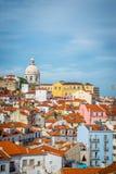 Una vista di Alfama a Lisbona fotografia stock
