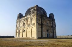 Una vista di Chor Gumbaz, Gulbarga, stato del Karnataka dell'India immagini stock libere da diritti
