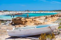 Una vista di una delle molte spiagge dell'isola di Formentera fotografia stock libera da diritti