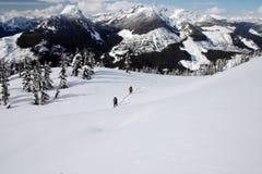 Una vista di escursione della montagna di inverno Fotografia Stock