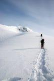Una vista di escursione della montagna di inverno Fotografia Stock Libera da Diritti
