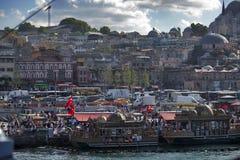 Una vista di Horn dorato dal ponte di Galata, Costantinopoli, Turchia Immagine Stock Libera da Diritti