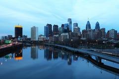 Una vista di notte del centro urbano di Filadelfia Fotografia Stock Libera da Diritti