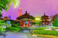 Una vista di notte del parco di pace di 228 memoriali fotografie stock