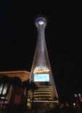 Una vista di notte dell'hotel della stratosfera Fotografia Stock