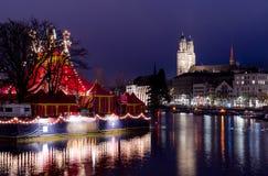 Una vista di notte della chiesa di Grossmunster Immagine Stock Libera da Diritti