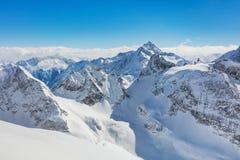 Una vista di orario invernale dal Mt Titlis in Svizzera Immagini Stock