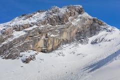 Una vista di orario invernale sul Mt Titlis in Svizzera Immagine Stock
