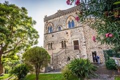 Una vista di Palazzo Corvaja sviluppata nel palazzo medievale del X secolo fotografie stock libere da diritti