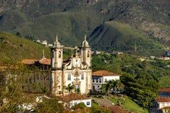 Una vista di una di parecchie chiese di Ouro Preto immagini stock libere da diritti