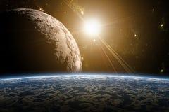 Una vista di pianeta Terra, della luna e del sole. Immagini Stock Libere da Diritti