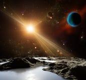 Una vista di pianeta Terra e dell'universo dalla superficie della luna. Immagine Stock