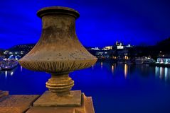 Una vista di Praga alla notte Fotografie Stock