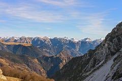 Una vista di Prealps da Valtorta, Lombardia, Italia Immagine Stock Libera da Diritti