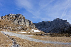 Una vista di Prealps da Valtorta, Lombardia, Italia Fotografia Stock