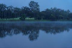 Una vista di primo mattino del fiume nella località di soggiorno a Chaingmai immagine stock libera da diritti
