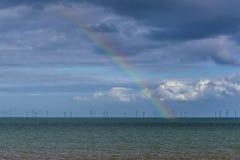 Una vista di un arcobaleno fuori al mare fuori dalla spiaggia di Skegness, Regno Unito Fotografia Stock Libera da Diritti