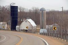 Una vista di un'azienda agricola da una strada della contea Immagine Stock Libera da Diritti