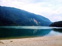 Una vista di un lago Immagini Stock Libere da Diritti