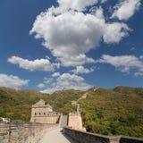 Una vista di una delle sezioni più sceniche della grande muraglia della Cina, a nord di Pechino Immagini Stock