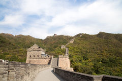 Una vista di una delle sezioni più sceniche della grande muraglia della Cina, a nord di Pechino Immagini Stock Libere da Diritti