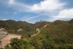 Una vista di una delle sezioni più sceniche della grande muraglia della Cina, a nord di Pechino Immagine Stock