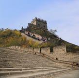 Una vista di una delle sezioni più sceniche della grande muraglia della Cina, a nord di Pechino Fotografie Stock