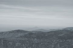 Una vista distante de Himalaya místico de la colina del tigre en Darjeeling Imágenes de archivo libres de regalías