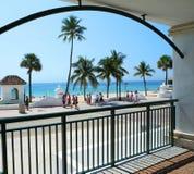 Una vista escénica de un día típico en la playa Imagen de archivo libre de regalías