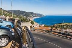 Una vista fantastica dal parcheggio di Taormina sul mar Mediterraneo in Sicilia fotografia stock libera da diritti