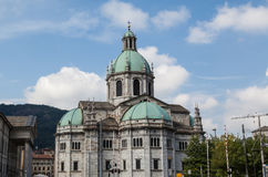 Una vista frontal de la iglesia de Como Italia Imagen de archivo