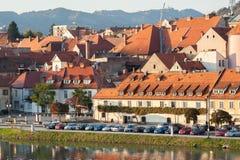 Una vista general de Maribor, Eslovenia con el trta de Stara imágenes de archivo libres de regalías