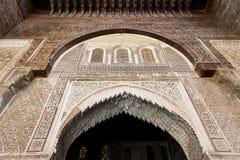 Una vista interna dal cortile di Bou Inania Madarsa in Fes, Marocco Fotografia Stock