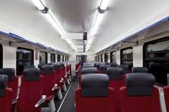 Una vista interna di un treno ad alta velocità moderno Immagini Stock