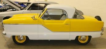 Una vista laterale di Nash Metropolitan Antique Automobile 1954 immagini stock