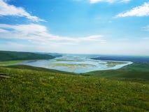 Una vista meravigliosa dalla montagna alla baia con le piccole isole Fotografia Stock