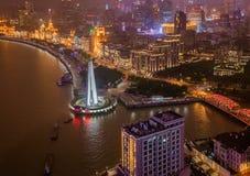 Una vista nocturna del horizonte colonial del terraplén en Shangai China fotografía de archivo libre de regalías