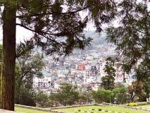 Una vista panorámica de la ciudad de la colina de Kohima foto de archivo