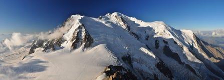 Una vista panorámica de Mont Blanc Imagen de archivo libre de regalías