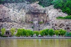Una vista panoramica della caverna di Buddha del gigante alle grotte di lushena, grotte di longmen, luoyang immagini stock libere da diritti