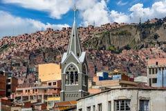Una vista panoramica di uno dei bassifondi in La Paz, Bolivia fotografie stock libere da diritti