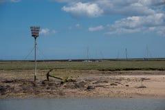 Una vista piana dell'estuario della Norfolk con le barche e l'ancora Fotografia Stock Libera da Diritti