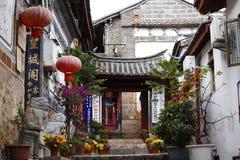 Una vista pintoresca de la ciudad histórica de Lijiang, Yunnan, China imágenes de archivo libres de regalías