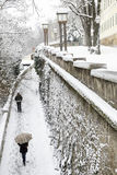 Una vista romantica di un passaggio pedonale superiore popolare di Zagabria della città ha riguardato la i Fotografia Stock Libera da Diritti