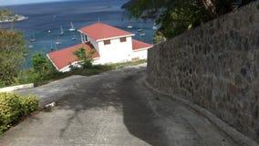Una vista sbalorditiva dalla cima di Bequia nei Caraibi video d archivio