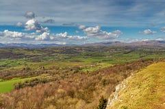 Una vista verso il nord dall'esploratore Scar, una gamma di Ne delle colline del calcare Immagini Stock