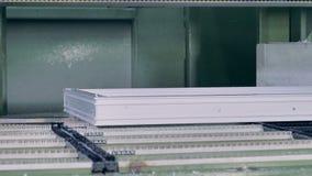 Una vista vicina su una stazione automatica del complessivo telaio di struttura della finestra video d archivio