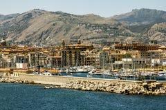Una visualizzazione del porto e della città di Palermo dal mare sicily fotografia stock
